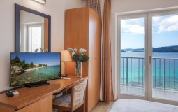 Single Room with balcony sea view/Jednokrevetna soba s balkonom-pogled more