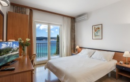 Double Room with balcony Sea view/Dvokrevetna soba s balkonom pogled more